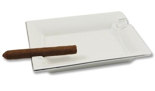 Zigarrenascher aus Porzellan